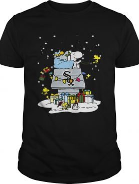 Chicago White Sox Snoopy Brings Christmas To Town shirt